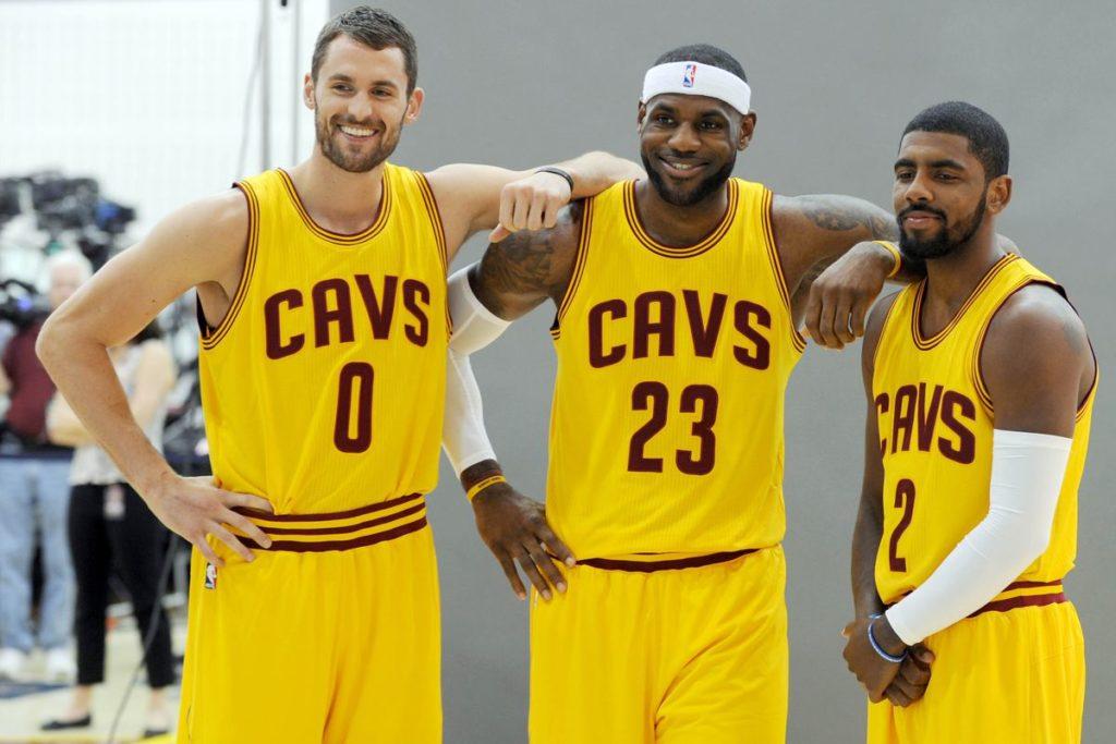 LeBron encontrou Kevin Love e Kyrie Irving em sua volta a Cleveland
