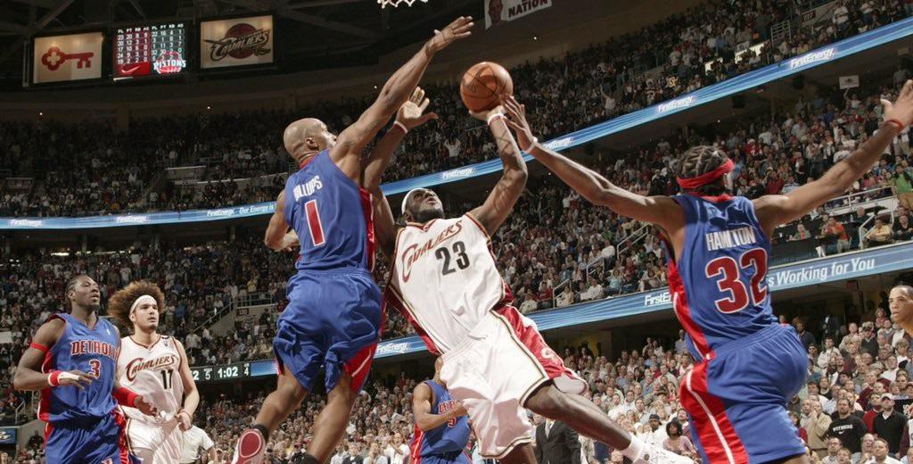 LeBron James e o Cleveland Cavaliers encararam o Detroit Pistons nos playoffs de 2006