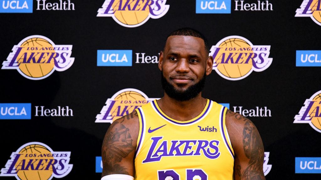 LeBron James em sua apresentação no Los Angeles Lakers
