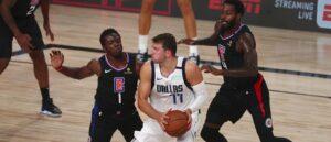 Luka Doncic encara marcação do Clippers nos playoffs da NBA