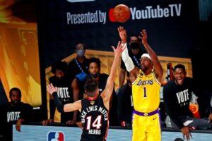 Kentavious Caldwell-Pope arremessa de três pontos; jogador foi importante para o Lakers campeão