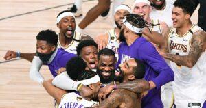 LeBron James e os companheiros do Lakers comemoram o título da NBA em 2020