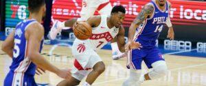 Kyle Lowry em ação pelo Toronto Raptors na derrota para o Philadelphia 76ers